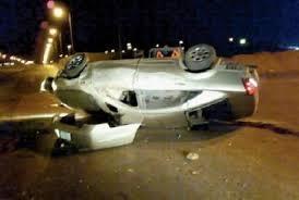 إنقلاب مركبة ونجاة سائقها بإعجوبة على طريق الأزرق