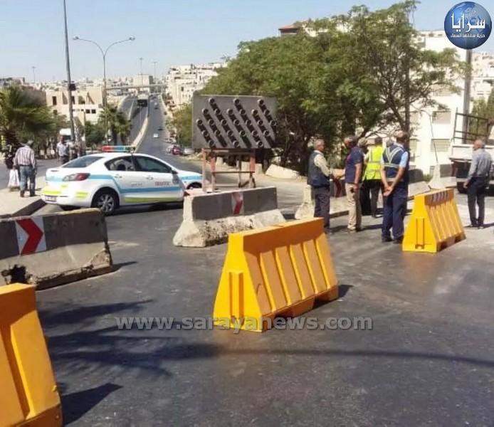 بالصور ..  إغلاقات وتحويلات مرورية لإنشاء خط تصريف مياه أمطار على شارع الملكة زين الشرف