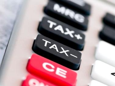الحكومة تفضل زيادة الضرائب ورفع الأسعار لمواجهة الدين العام
