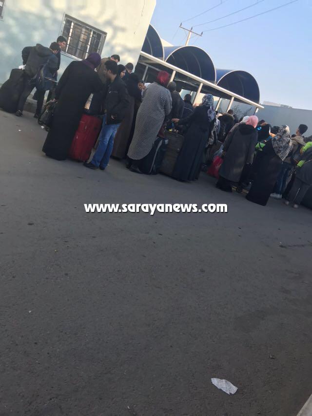 بالصور  .. غياب التنسيق داخل جسر الملك حسين يربك المغادرين