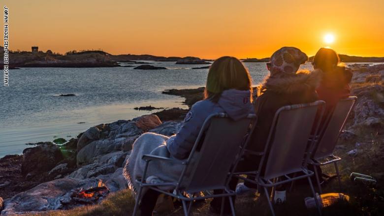 """""""جزيرة الصيف"""" في النرويج .. سكانها يرمون ساعات اليد ليعيشوا بلا وقت"""