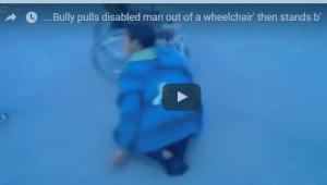 بالفيديو: مشلول يمشي على قدميه خلال تعرضه لهجوم
