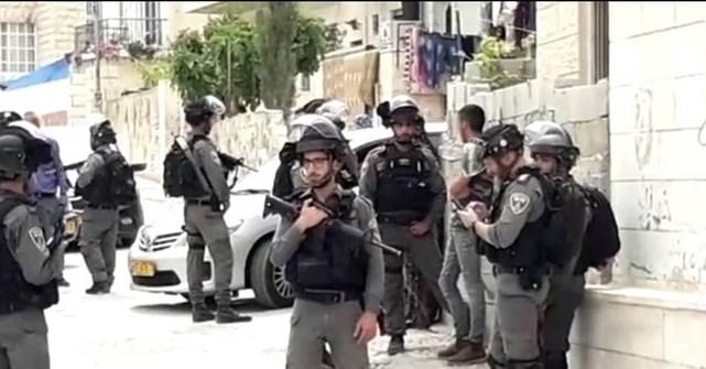 قوات الاحتلال تقتحم العيسوية وتعتقل فتى
