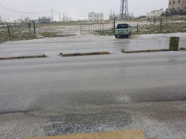 الكرك :اخلاء منازل داهمتها مياه الأمطار