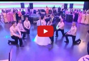بالفيديو .. رقصة عروسين تشعل مواقع التواصل الاجتماعي