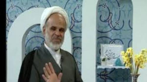 بالفيديو ..  رجل دين ايراني يداهمه زلزال وهو في مقابلة تلفزيونية فكيف تصرف