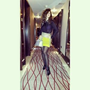 ميريام فارس في لندن بتنورة قصيرة وبلوزة شفافة