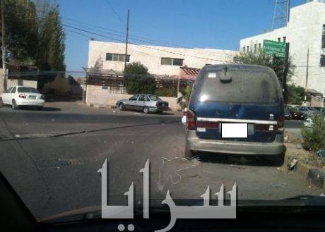 سائق حافلة صغيرة ركن حافلته بجانب الطريق وتركها منذ عامين .. صور