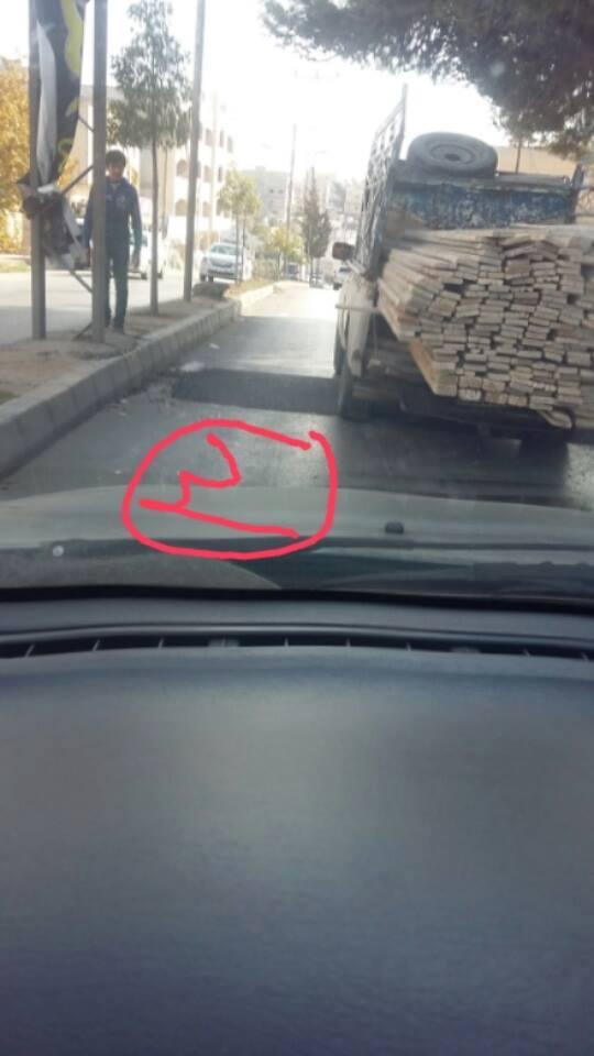 """بالصور  ..  بلدية اربد """"تزرع"""" 12 مطباً في شارع لا يتجاوز 5 كيلو متر"""