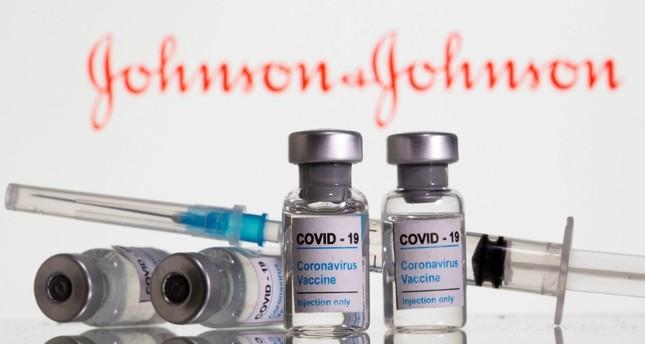 """وكالة الأدوية الأوروبية: هناك علاقة محتملة بين لقاح """"جونسون آند جونسون"""" وحالات التجلط الدموي النادرة"""
