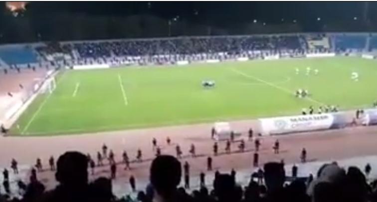 بالفيديو ..  جمهور الفيصلي يهتف لوصفي التل في مباراته مع الاهلي