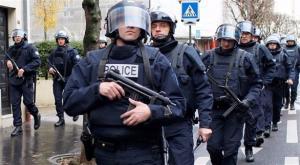 فرنسا: السجن ستة أشهر لشرطي صفع مهاجراً