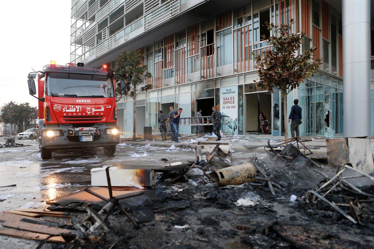 ضريبة الواتساب  ..  الشرارة التي أشعلت الشارع اللبناني
