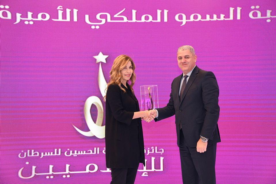 سمو الأميرة غيداء طلال تُكرّم بنك الإسكان  لرعايته لجائزة مؤسسة الحسين للسرطان  للإعلاميين عن فئة التوعية بسرطان الثدي