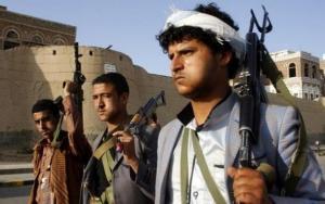 """وصفهما بـ""""التكفيريين"""" ..  مسلح حوثي يقتل والدته بعد فشله في قتل والده بـ 13 رصاصة"""
