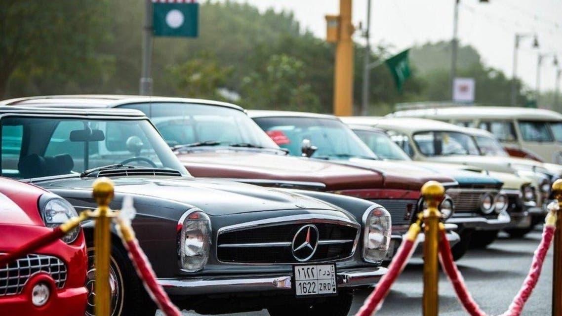 هذه حصيلة سعودي ..  40 عاماً يجمع السيارات الكلاسيكية