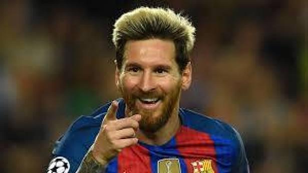 ميسي يشترط رحيل 3 لاعبين لتجديد عقده مع برشلونة