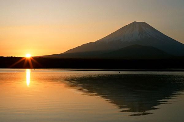 بالصور  .. رحلة إلى قمة جبل فوجي في اليابان