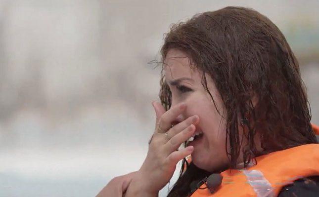 """بالفيديو  .. بكاء """"نسرين طافش"""" بعد سقوطها في حوض السباحة في برنامج """"رامز عقله طار"""""""
