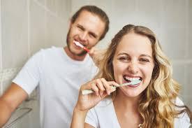 أهمية تنظيف الأسنان في مواجهة «كورونا»