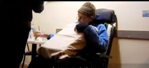 """فيديو مروّع : لحظة تناول رجل دواء """"الموت الرحيم"""""""