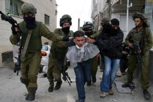 الاحتلال يعتقل شقيقين من جنين على حاجز عسكري