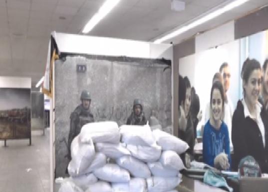 بالفيديو .. معرض يظهر صورا ومعروضات فريدة عن الأزمتين السورية والأوكرانية