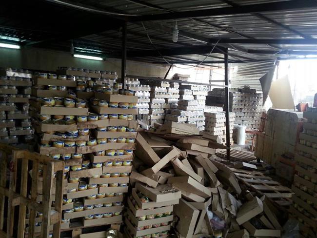 إربد: ضبط مصنع مواد غذائية فاسدة ومخزن للدخان المهرب.. والغذاء والدواء غايب فيلة