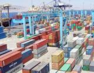 """تجار وصناعيون: """"ميناء الحاويات"""" مستهترة ولا بد من محاسبتها"""