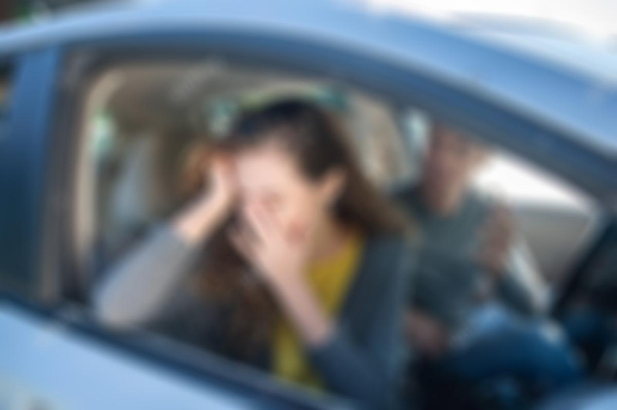 استغاثت بزوجها ..  سائق يحتال على خادمة ويهتك عرضها داخل سيارته في دبي