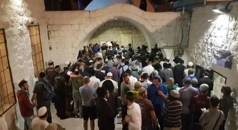 إصابات بمواجهات خلال اقتحام مئات المستوطنين قبر يوسف بنابلس