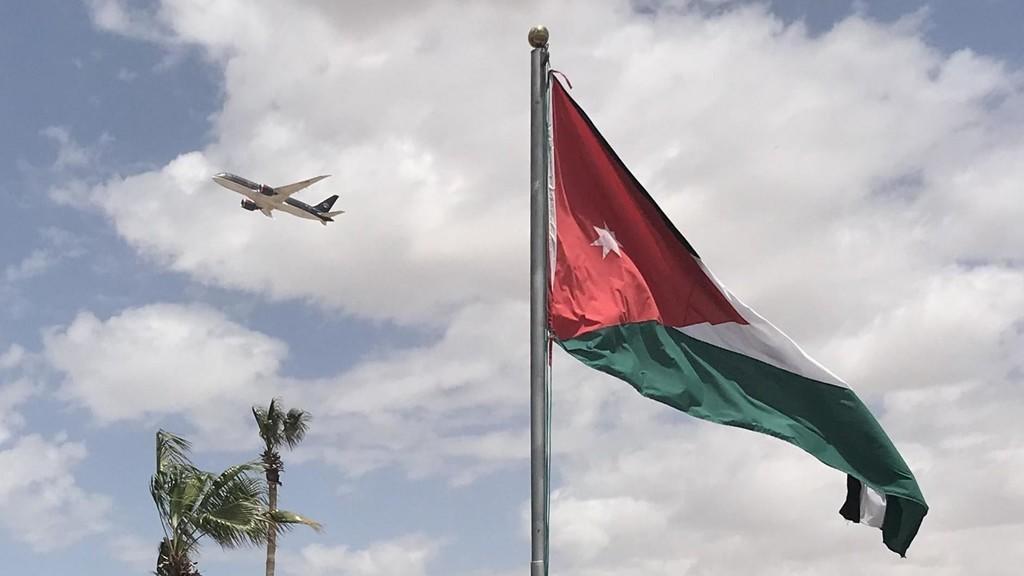 وصول الطائرة الثانية التي تقل الطلبة العائدين من القاهرة