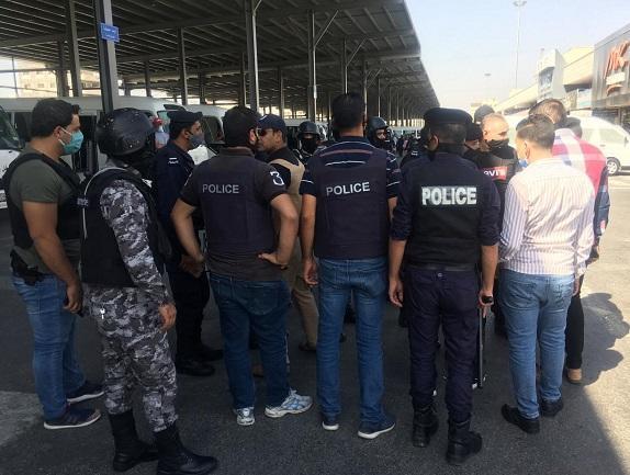 الأمن ينفذ حملة مكثفة على مخالفي أوامر الدفاع بالمدينة الصناعية في اربد وتحرير مئات المخالفات لمواطنين ومحلات