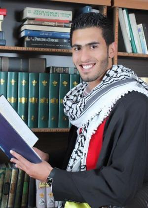 يزن الكركي يهنئ خليل عامرية بمناسبة تخرجه من جامعة مؤتة