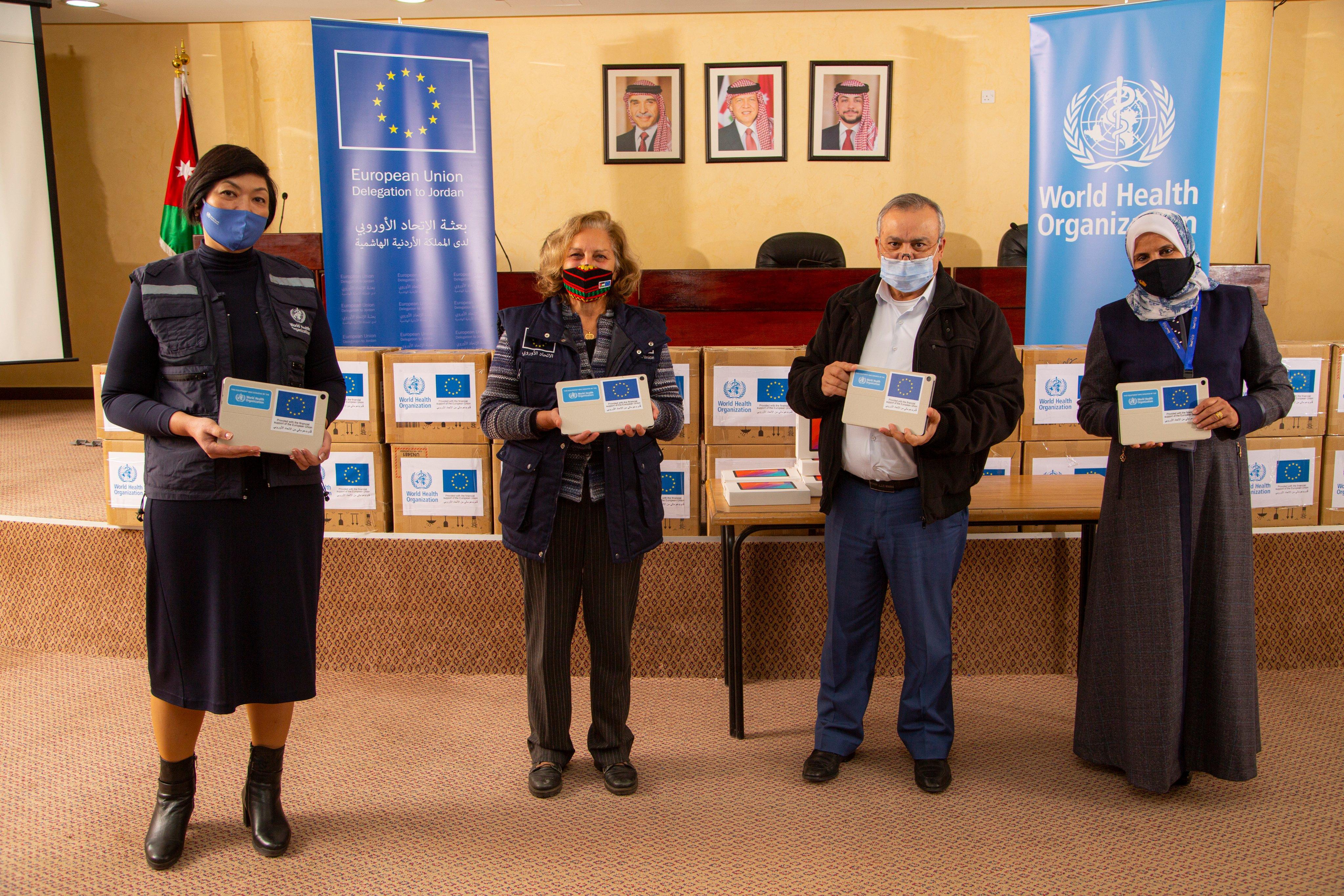 """300 جهاز لوحي من """"الصحة العالمية"""" للأردن لدعم جمع بيانات للتطعيم ضد كوفيد-19"""