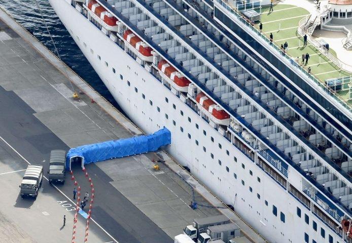 بالصور  ..  هكذا غادر ركاب السفينة السياحية الموبوءة بعد نجاتهم من كورونا