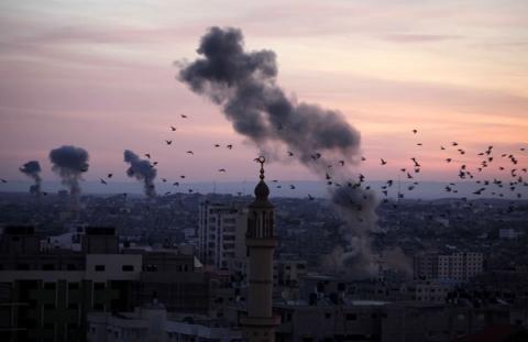 8 غارات نفذتها طائرات الاحتلال استهدفت 3 مواقع في قطاع غزة