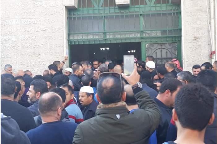 المئات يشيعون جثمان الشيخ أسيد اللوزي