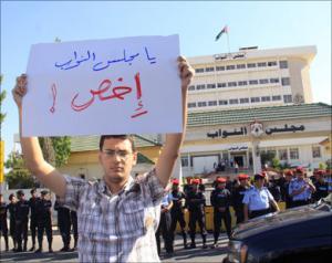 صحفيون غاضبون يطالبون بمقاطعة أخبار مجلس النواب ويذكرون النواب: لولا الإعلام لما كان لكم شأن