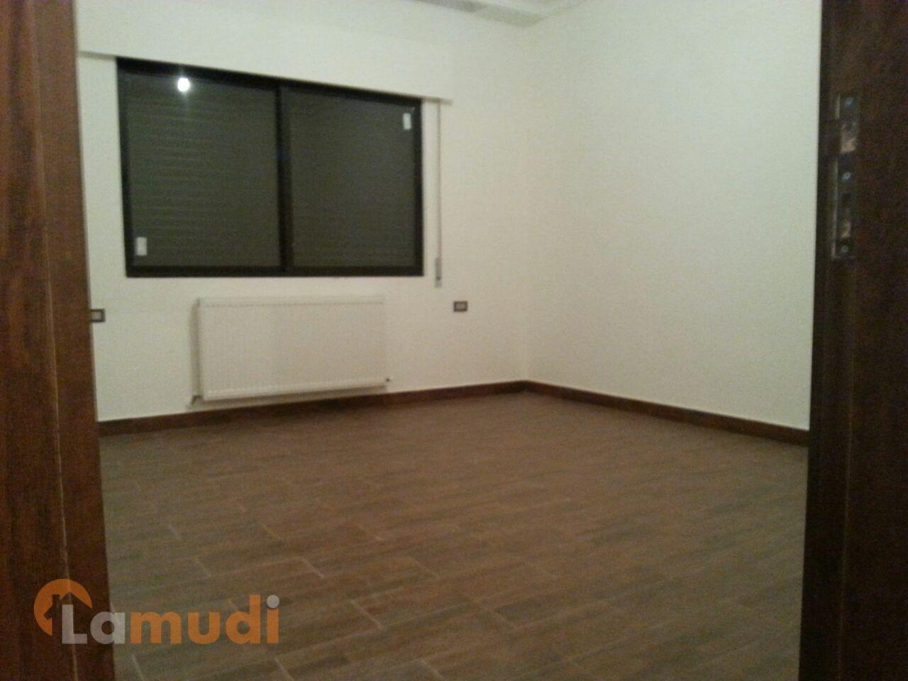 شقة197م مع روف وترسات 150م لم تسكن خلف سيفوي الجبيهه للبيع من المالك مباشرة