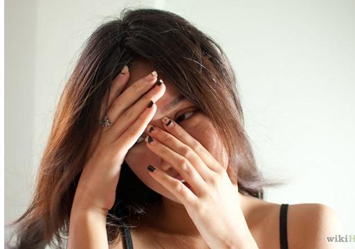 اقتحم شقة صديقته وضربها لعدم ردها علي التليفون!