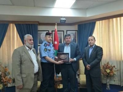 """""""فلسطين النيابية"""" تكرم مدير دائرة الجسور"""