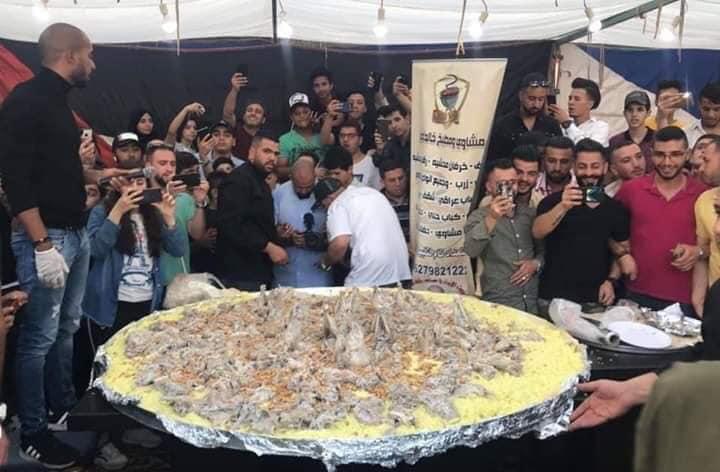 """بالفيديو والصور  ..  اردني يطهو اكبر  """"سدر"""" منسف في عمان"""