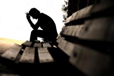 أشعر بنفسي وحيداً بعد استشهاد أهلي وصديقي