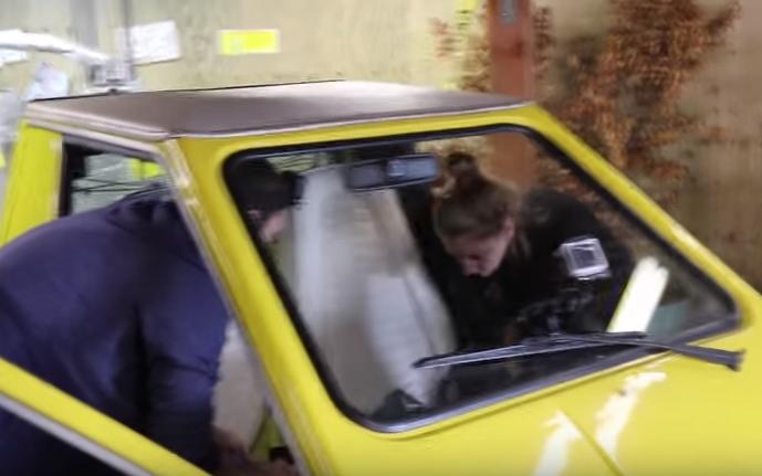 """بالفيديو ..  سيارة كهربائية تتحول إلى """"ماوس كمبيوتر"""" ضخم"""