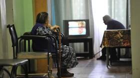 خبيرة نفسية تنصح كبار السن في الحجر الصحي بالتقليل من مشاهدة التلفاز
