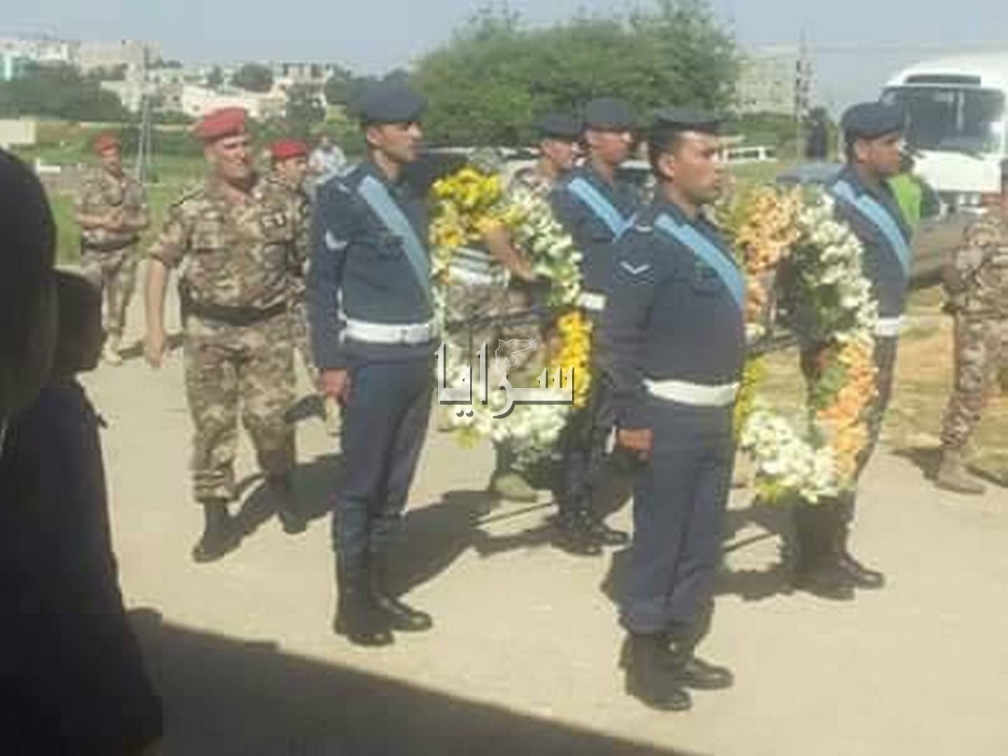بالصور ..جنازة الشهيد الطيار أشرف طيفور في بلدة عبين