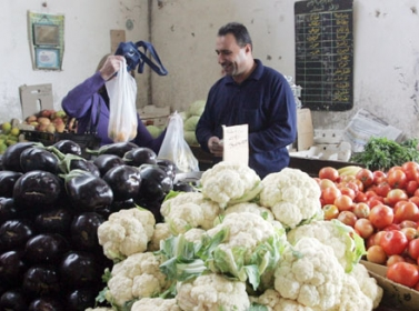انخفاض أسعار الخضروات والفواكه باستثناء البطاطا