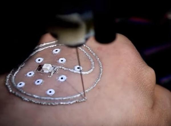 لأول مرة ..  الطباعة على جسم الإنسان بتقنية ثلاثية الأبعاد