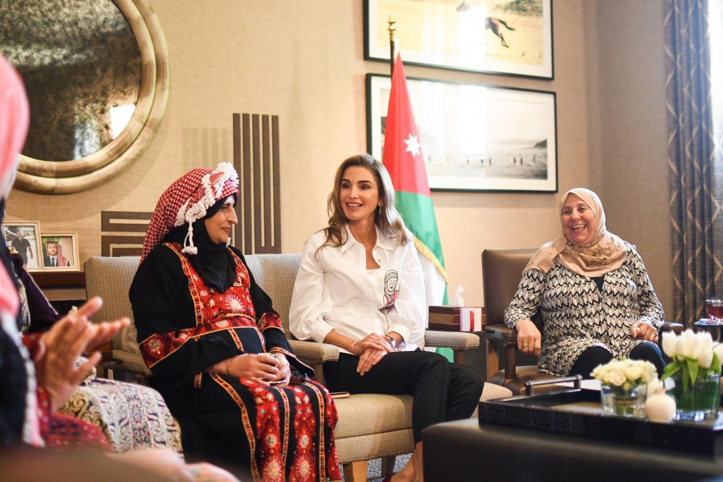 الملكة رانيا تلتقي مجموعة من رياديات الانتاج الغذائي  ..  صور